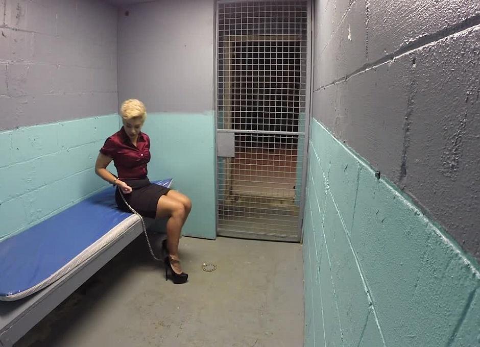 вам блондинка в тюрьме видео порнозвезды